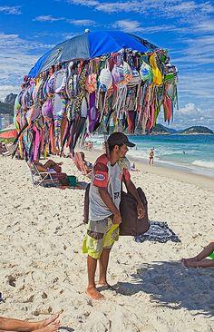 Bikini's Seller.....le vendeur de bikinis sur la plage