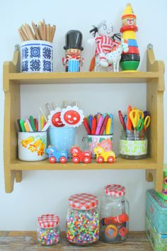Children's room - Desk, shelf - Helmen Talossa