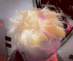 Under Colour Rosa con Taglio Sartoriale. Ecco come si conquista un Look estremo di Sera Particolare e Composto di Giorno.. E CHE SI PETTINA DA SOLO !!  Grazie Ragazzi per la realizzazione di questo capolavoro  --- #garboparrucchieri #tagliosartoriale #autonomo #colore #ladifferenza #undercolour #sottocolore #taglio #corto #capelli #tagliocorto #capellicorti #nuovotaglio #nuovo #moda #tendenza #forbici #instahair #gropellocairoli #garlasco #vigevano #pavia #milano