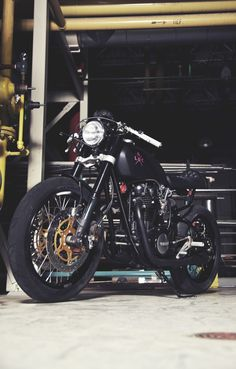 Kaillies XS650 by Loaded Gun Customs