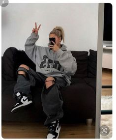 Indie Outfits, Teen Fashion Outfits, Edgy Outfits, Retro Outfits, Cute Casual Outfits, Fashion Ideas, Tomboy Winter Outfits, Urban Style Outfits, Women's Casual