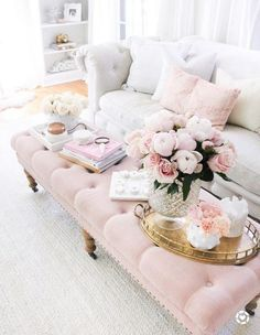 Chic Living Room, Cozy Living Rooms, Home Living Room, Living Room Designs, Living Room Decor, Feminine Living Rooms, Decor Room, Feminine Decor, Feminine Style