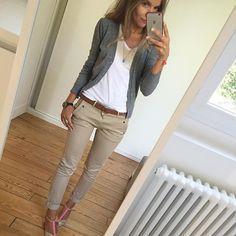 Chino-Paillettes ✔️ #ootd#lookoftheday#dailylook#dailyoutfit#dailyog#igers#igfashion#fahionpost#fashiondiaries#whatiwore#wiwt#metoday#mylook#glittershoes gilet#mango tee-shirt#petitbateau chino#hod chaussures#anniel bojoux#lesfutiles