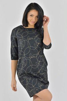 Do práce i na večírek budete šik! Jednoduché černé šaty s nápisy Love můžete vzít s jednobarevnými punčochami a stejně tak k úzkým džínám či legínám. Lodičkový výstřih, tříčtvrteční rukáv, boční kapsy, zapínání na zip v zadní části. Materiál 100% polyester. Bodycon Dress, Dresses, Fashion, Dark Around Eyes, Vestidos, Moda, Body Con, Fashion Styles, Dress