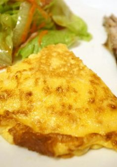 卵ひとつでなんと4人分ができちゃう「豆腐チーズオムレツ」を紹介。ヘルシーでリーズナブル。しかも簡単!