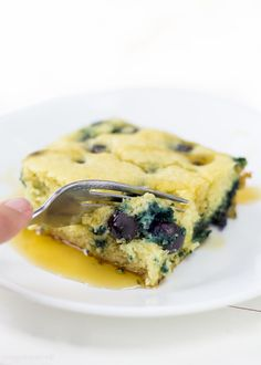 Blueberry Pancake Casserole recipe for a crowd. Best brunch recipe ever. Whisk together in a bowl, pour into a pan and bake! It is that easy. Blueberry Pancake Casserole recipe for a crowd. Best brunch recipe ever. Whisk together in Taco Casserole, Pancake Casserole Recipe, Hashbrown Casserole, Casserole Recipes, Brunch Casserole, Breakfast For A Crowd, Food For A Crowd, Best Breakfast, Zucchini Tortilla