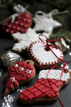 Beautifully hand Iced biscuits | Juliet Stallwood Cakes & Biscuits for christmas time