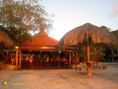 The Best Sunsets on Roatan, Great Eats and a Place To Stay! Learn about one of my favorite places to eat in Honduras. http://travelexperta.com/2011/12/where-to-eat-in-roatan-honduras.html #honduras #restaurant #roatan
