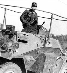 A Sdkfz 222 armored car with frame mounted radio antenna Mg 34, Armored Vehicles, Armored Car, Warring States Period, Radios, Afrika Korps, Armored Fighting Vehicle, Ww2 Tanks, Military Photos