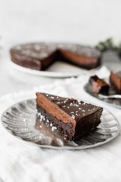 If you love chocolate then here's your new favourite cake. This brownie and chocolate mousse cake is really chocolate-y and delicious. Brownie and Chocolate Mousse Cake Brownie and Chocolate Mousse Cake Chocolate Mousse Cake, Chocolate Brownies, Chocolate Desserts, Chocolate Chocolate, Cookie Dough Cake, Chocolate Chip Cookie Dough, Baking Recipes, Cake Recipes, Dessert Recipes
