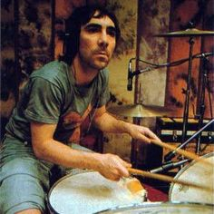 RL Keith Moon - definitely my favourite drummer, from the classic rock era. The guy's fills were totally nutty and spastic! Awesome energy and groove too. Keith Moon, Music Is Life, My Music, Trommler, John Entwistle, Roger Daltrey, We Will Rock You, My Generation, Drum Kits