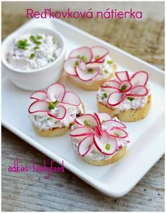Party Finger Foods, Party Snacks, Tea Recipes, Cooking Recipes, Food Plating Techniques, Tea Party Sandwiches, Party Food Platters, Food Garnishes, Food Decoration