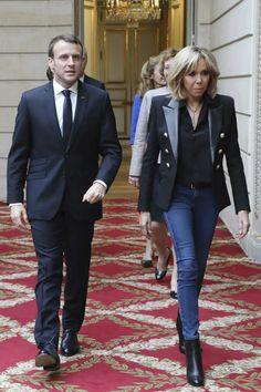 Brigitte Macron Trendy Fashion, Winter Fashion, Womens Fashion, Fashion Trends, Emanuel Macron, Beaux Couples, Brigitte Macron, Older Women, Capsule Wardrobe