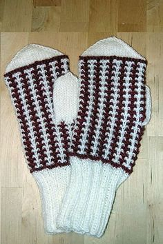 Ulla 03/05 - Neuleohjeet - Ailin lapaset Knitting Socks, Knit Socks, Wrist Warmers, Knitting Accessories, Fingerless Gloves, Mittens, Christmas Stockings, Knit Crochet, Projects To Try