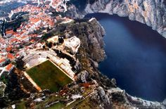 An aerial view of Gospin Dolac stadium, home of Croatian second tier side NK Imotski Soccer Stadium, Football Stadiums, Play Soccer, Aerial Photography, Aerial View, Weird, Around The Worlds, European Football, Nikola Tesla