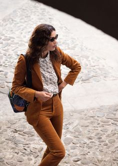 & Other Stories Corduroy Blazer, Cotton Floral Shirt, Kick Flare Corduroy Trousers and Rounded Cat Eye Sunglasses Blazer Outfits, Fall Outfits, Summer Outfits, Work Outfits, Urban Fashion Women, Boho Fashion, Fashion Outfits, Latest Fashion, Spring Summer Fashion