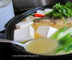 Annielicious Food: Salmon Fish Bone Tofu Soup (三文鱼骨豆腐汤)