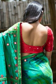 15 Best Designer Blouse Designs for Silk Sarees You are in the right place about Blouse Here we offer you the most beautiful pictures about the Blouse elegant you are looking for. When you examine the Beautiful Girl Indian, Beautiful Saree, Beautiful Indian Actress, Blouse Back Neck Designs, Saree Blouse Designs, Sari Bluse, Saree Backless, Saree Photoshoot, Work Sarees