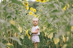 Family Photos in Sunflower Fields Knoxville | Erin Morrison Photography www.erinmorrisonphotography.com