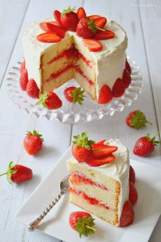 An excellent layer cake with strawberries and lemon that will seduce your taste buds … Lemon Layer Cakes, Layer Cake Recipes, Cookie Recipes, Cupcakes, Cupcake Cakes, Cake Cookies, Köstliche Desserts, Dessert Recipes, Healthy Desserts