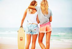 WE LOVE Tees, fav shorts & best friends