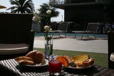 breakfast with pool view ! colazione con vista piscina