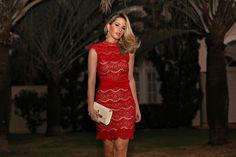 Marina Casemiro » Look: vestido vermelho renda + faixa torcida!
