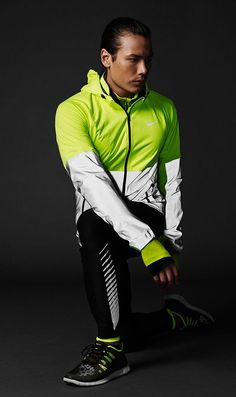 Nike Flash Reflective, Water-Resistant Running Gear in my article . Cool Fitness Gear (Part Original article and pictures take . Nike Outfits, Sport Outfits, Running Wear, Mens Winter Running Gear, Nike Running Gear, Running Shoes, Sport Mode, Academia Fitness, Nike Wedges
