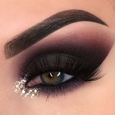 A dramatic, yet simple smokey eye with a glitter accent to accentuate the inner lid. A dazzling look that anyone could try.