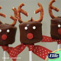 ¡Nada como cocinar en familia! Con ayuda de tus peques, haz estas fáciles paletas de renos. Solo necesitas: mini pretzels, bombones, palos de paleta, gomitas rojas y chocolate liquido.