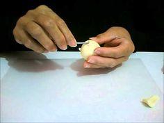 Aulas de biscuit também no blog, http://aprendartesanato.blogspot.com.br vídeo mostrando como fazer uma cabecinha de boneca com bolinha de isopor para dar ma...