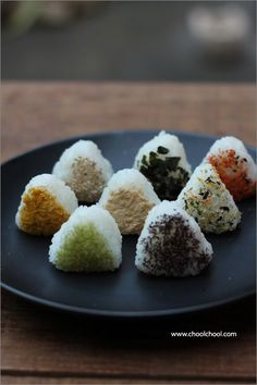Onigiri (rice balls)- Good idea for lunch boxes! I Love Food, Good Food, Yummy Food, Japanese Dishes, Japanese Food, Sushi, My Favorite Food, Favorite Recipes, Food Porn