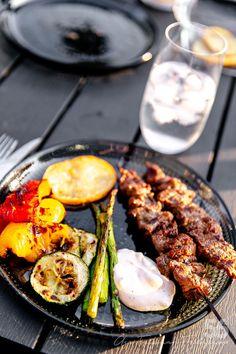Marinerade Lövbiffsspett Asian style - 56kilo.se - Recept, inspiration och livets goda Lchf, Tandoori Chicken, Sausage, Steak, Grilling, Bbq, Food And Drink, Ethnic Recipes, Inspiration