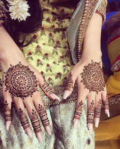 Elegant round henna Round Mehndi Design, Mehandi Design For Hand, Mehndi Desing, Round Design, Henna Designs, Bridal Mehndi, Mehendi, Eid Henna, Henna Ideas