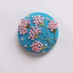 くるみ手刺繍ブローチ 花色 桜色