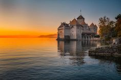 El castillo Chillon muy cerca de Ginebra nos sirve como despedida para este jueves. Disfrutad del precioso atardecer y no olvidéis que mañana seguimos viajando...