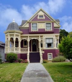 1417 San Antonio Avenue, Alameda Queen Anne that has changed her outfit not once, not twice, but at least three times that we know of.  Originally constructed in 1886 for a prominent San Francisco Attorney, George Wright, the home across from Franklin Park was set among the oaks of the Gold Coast.  Wright was the leader of the Gold Coast set and a founder of the Alameda Tennis Club built next door, which is remarkably still in use as a residence.