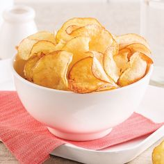 How to make crispy and delicious chips 2018 Chips Au Micro Onde, Dessert Micro Onde, Snack Recipes, Cooking Recipes, Dinner Recipes, Microwave Recipes, Vegan Cake, Food Hacks, Finger Foods