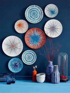 Customize plates by painting colorful sea urchin patchworks! Customize plates by painting colored sea urchin patchworks! Plate Wall Decor, Diy Wall Decor, Plates On Wall, Home Decor, Wall Decorations, Painted Plates, Paint Decor, Hand Painted, Plate Art