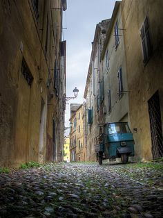 Going ape in Old Town - Sardinia - Italy by Luke Agbaimoni (last rounds), via Flickr