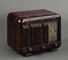 Arena Radio 1930 Radios, Radio Antique, Love Radio, Old Cottage, Ham Radio, Radio Activity, Eye Candy, Retro Vintage, Deco