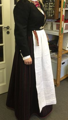 Vest-Agder bunad | FINN.no Waist Skirt, High Waisted Skirt, Vest, Norway, Skirts, Fashion, Moda, High Waist Skirt, Skirt