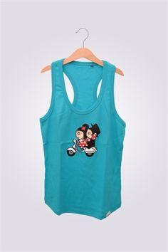 Camiseta de mujer de tirantas ArriquiVespa color turquesa con diseño de Curra y Lolo en Vespa