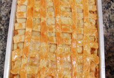 Empadão de frango a massa derrete na boca, uma ótima dica para fazer nas marmitinhas e vender. Empadão de frango Ingredientes 200 gramas de margarina 1 xícara (chá) de óleo 1 ovo 1 pitada de sal 3 xícaras de farinha de trigo 1 colher de fermento em pó 800 g de peito de frango cozido … Sagada, Canapes, Empanadas, Carne, Macaroni And Cheese, Chicken Recipes, Bakery, Food And Drink, Pasta