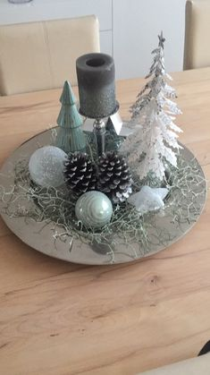 Xmas Table Decorations, Diy Christmas Decorations For Home, Christmas Centerpieces, Christmas Home, White Christmas, Holiday Crafts, Christmas Ornaments, Holiday Decor, Advent