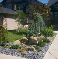 Beautiful & simple front yard landscaping design ideas (22)