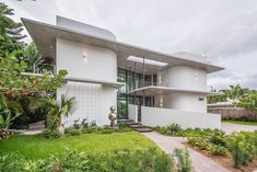 Twin round cornered blocks shape the cool home of Miami Contemporary Home in Miami Beach: MiMo Style Reinvented with Class
