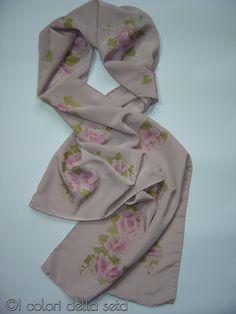 Sciarpa Rosa Antico dipinta a mano su seta motivo di AdeleDaniele