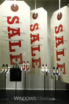 Sale window for Cole Haan at Bergdorf Goodman enero 15 Pineado por Pilar Escolano