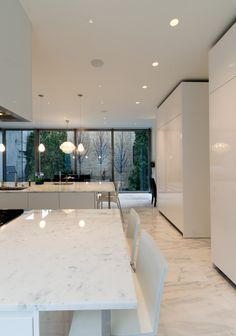 How to put your kitchen credenza? Modern Kitchen Design, Modern House Design, Interior Design Kitchen, Minimalist Home Interior, Minimalist Kitchen, Küchen Design, Design Ideas, Lobby Design, Design Hotel